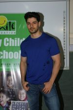 Sooraj Pancholi Celebrating His Birthday With Smile Foundation Kids on 9th Nov 2017 (76)_5a0464c713b86.JPG