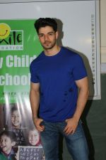 Sooraj Pancholi Celebrating His Birthday With Smile Foundation Kids on 9th Nov 2017 (77)_5a0464c7a0303.JPG