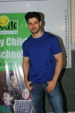 Sooraj Pancholi Celebrating His Birthday With Smile Foundation Kids on 9th Nov 2017 (78)_5a0464c83d9c0.JPG