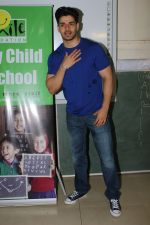 Sooraj Pancholi Celebrating His Birthday With Smile Foundation Kids on 9th Nov 2017 (82)_5a0464cac88d9.JPG