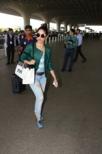 Yami Gautam Spotted At International Airport on 9th Nov 2017 (9)_5a04611268770.JPG
