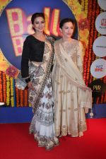 Gauhar Khan, Nigaar Khan at Balle Balle A Bollywood Musical Concert on 9th Nov 2017 (82)_5a054a057a44c.JPG