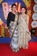 Gauhar Khan, Nigaar Khan at Balle Balle A Bollywood Musical Concert on 9th Nov 2017 (83)_5a054a061189b.JPG