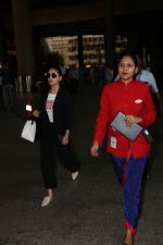 Yami Gautam Spotted At Airport on 10th Nov 2017 (10)_5a0915ac4a615.JPG