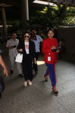 Yami Gautam Spotted At Airport on 10th Nov 2017 (12)_5a0915af586b4.JPG