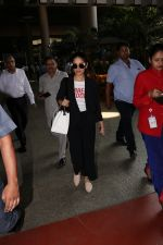 Yami Gautam Spotted At Airport on 10th Nov 2017 (14)_5a0915b39ad44.JPG