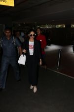 Yami Gautam Spotted At Airport on 10th Nov 2017 (15)_5a0915b57eaa6.JPG