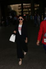 Yami Gautam Spotted At Airport on 10th Nov 2017 (6)_5a0915a5bef88.JPG