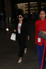 Yami Gautam Spotted At Airport on 10th Nov 2017 (9)_5a0915ab01d26.JPG