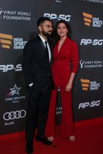 Anushka Sharma, Virat Kohli at Indian Sports Honour Award 2017 on 11th Nov 2017 (455)_5a09243f92f7e.JPG