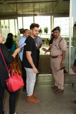 Kunal Khemu Spotted At Airport on 11th Nov 2017 (1)_5a091dfb1f7e3.JPG