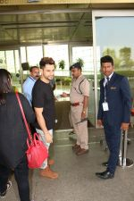 Kunal Khemu Spotted At Airport on 11th Nov 2017 (10)_5a091e06187dc.JPG