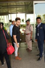 Kunal Khemu Spotted At Airport on 11th Nov 2017 (11)_5a091e076a2fe.JPG
