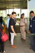 Kunal Khemu Spotted At Airport on 11th Nov 2017 (12)_5a091e08bcccd.JPG