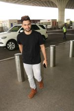 Kunal Khemu Spotted At Airport on 11th Nov 2017 (8)_5a091e038a52c.JPG