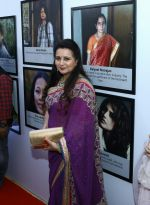 Poonam Dhillon at NAAZ Celebration of Women achievers of India, Delhi on 12th Nov 2017 (11)_5a097719445c8.jpg