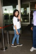 Prachi Desai Spotted At Airport on 11th Nov 2017 (1)_5a091e2249def.JPG