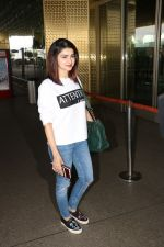 Prachi Desai Spotted At Airport on 11th Nov 2017 (10)_5a091e2cda9f4.JPG