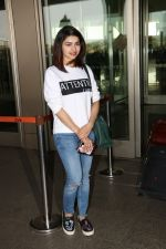 Prachi Desai Spotted At Airport on 11th Nov 2017 (12)_5a091e2f5984b.JPG