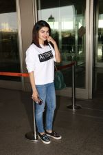 Prachi Desai Spotted At Airport on 11th Nov 2017 (13)_5a091e31ca3d9.JPG