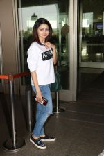 Prachi Desai Spotted At Airport on 11th Nov 2017 (14)_5a091e3303e0c.JPG