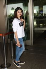 Prachi Desai Spotted At Airport on 11th Nov 2017 (15)_5a091e3423326.JPG