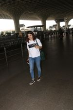 Prachi Desai Spotted At Airport on 11th Nov 2017 (2)_5a091e23a09c0.JPG