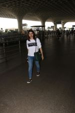 Prachi Desai Spotted At Airport on 11th Nov 2017 (3)_5a091e24ccd59.JPG