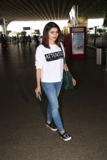 Prachi Desai Spotted At Airport on 11th Nov 2017 (7)_5a091e29565c9.JPG