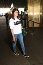 Prachi Desai Spotted At Airport on 11th Nov 2017 (8)_5a091e2a75c2f.JPG