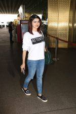 Prachi Desai Spotted At Airport on 11th Nov 2017 (9)_5a091e2bac86b.JPG