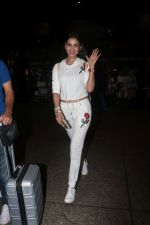 Sonal Chauhan Spotted At Airport on 11th Nov 2017 (3)_5a091e3541d3c.JPG