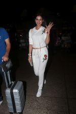 Sonal Chauhan Spotted At Airport on 11th Nov 2017 (4)_5a091e35e7ce1.JPG