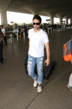 Tusshar Kapoor Spotted At Airport on 11th Nov 2017 (10)_5a091ed25623f.JPG