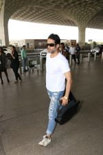 Tusshar Kapoor Spotted At Airport on 11th Nov 2017 (12)_5a091ed52da8f.JPG