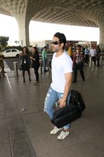Tusshar Kapoor Spotted At Airport on 11th Nov 2017 (13)_5a091ed680e17.JPG