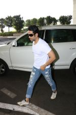 Tusshar Kapoor Spotted At Airport on 11th Nov 2017 (5)_5a091ecb4c490.JPG