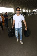 Tusshar Kapoor Spotted At Airport on 11th Nov 2017 (7)_5a091ece0bfe8.JPG