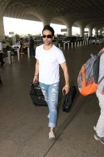Tusshar Kapoor Spotted At Airport on 11th Nov 2017 (9)_5a091ed0eb9fb.JPG