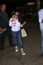 Ameesha Patel Spotted At Airport on 13th Nov 2017 (10)_5a0ab83ae9ca6.JPG