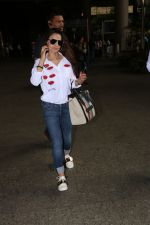 Ameesha Patel Spotted At Airport on 13th Nov 2017 (11)_5a0ab83c35c11.JPG