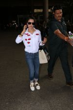Ameesha Patel Spotted At Airport on 13th Nov 2017 (12)_5a0ab83d73cfc.JPG