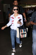 Ameesha Patel Spotted At Airport on 13th Nov 2017 (14)_5a0ab840043a0.JPG
