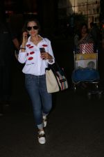 Ameesha Patel Spotted At Airport on 13th Nov 2017 (4)_5a0ab833a1e8b.JPG
