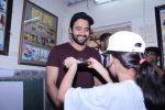 Jackky Bhagnani Meet Smile Foundation Kids To Celebrate Children Day on 14th Nov 2017 (14)_5a0bc4257953d.JPG
