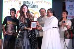 Kanika Kapoor at Bhamla Foundation Host Children_s Day Celebration With Physically Disabled Kids on 14th Nov 2017 (1)_5a0bbe6d1a749.JPG