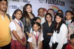 Kanika Kapoor at Bhamla Foundation Host Children_s Day Celebration With Physically Disabled Kids on 14th Nov 2017 (21)_5a0bbe7588e92.JPG