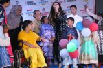 Kanika Kapoor at Bhamla Foundation Host Children_s Day Celebration With Physically Disabled Kids on 14th Nov 2017 (22)_5a0bbe7614006.JPG
