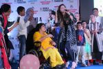 Kanika Kapoor at Bhamla Foundation Host Children_s Day Celebration With Physically Disabled Kids on 14th Nov 2017 (4)_5a0bbe6f348f3.JPG