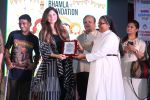 Kanika Kapoor at Bhamla Foundation Host Children_s Day Celebration With Physically Disabled Kids on 14th Nov 2017 (43)_5a0bbe77cdcb1.JPG